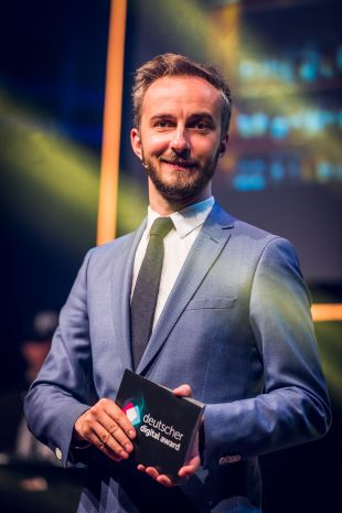 Deutscher-Digital-Award-Moderator Jan Böhmermann