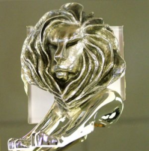 Der silberne Press Lion