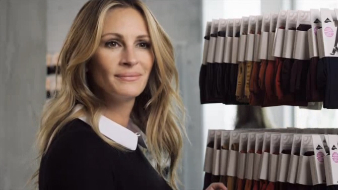 hollywood unterst tzung julia roberts zeigt f r. Black Bedroom Furniture Sets. Home Design Ideas