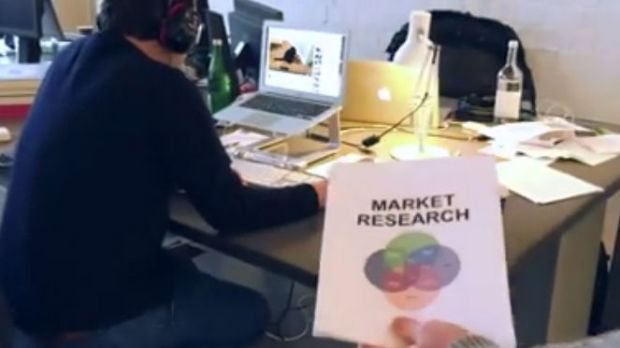 "Szene aus dem Labamba-Video ""Creatives vs. Market Research"""