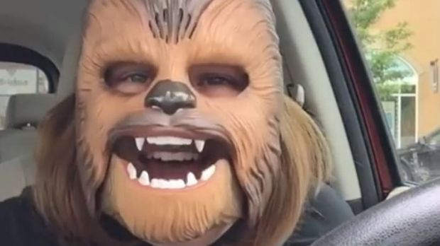 "Der ""Chewbacca Mask Lady"" Candace Payne gelang ein Viral-Hit"