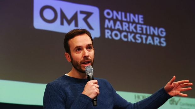 Rockstar auf der Bühne: Philipp Westermeyer von den Online Marketing Rockstars