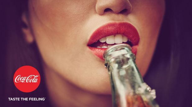 "Plakatmotiv der Coke-Kampagne ""Taste the Feeling"""