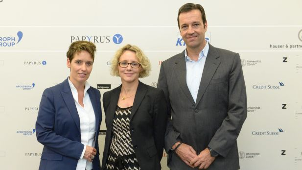 Die Sieger des Schweizer Geschäftsberichte-Rating 2016: (von links) Platz 3: Caroline Scherb, Head Group Communications, Swiss RE; Platz 1: Claudia Kamensky, Managing Editor External Communications, Clariant; Platz 2: Roman Sidler, Head Corporate Communications & Investor Relations, Geberit
