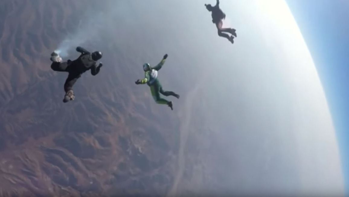 Branded Content: Skydiver Luke Aikins springt für Mondelez