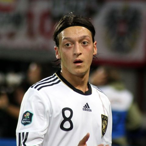 Im Social Web stark vertreten: Mesut Özil (By Steindy (talk) 11:56, 27 June 2011 (UTC) (Own work) [GFDL (http://www.gnu.org/copyleft/fdl.html) or CC-BY-SA-3.0-2.5-2.0-1.0 (http://creativecommons.org/licenses/by-sa/3.0)], via Wikimedia Commons)