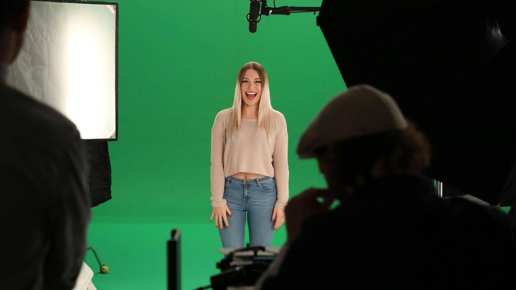youtuberin bianca bibi heinicke wird weltweit erstes madame tussauds hologramm. Black Bedroom Furniture Sets. Home Design Ideas
