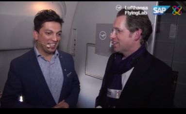 Gastgeber des ersten gemeinsamen Flying Labs von Lufthansa und SAP: Upen Barve (l) vom SAP Innovation Center Network und Torsten Winkender, Head of Digital Innovations bei der Lufthansa Group