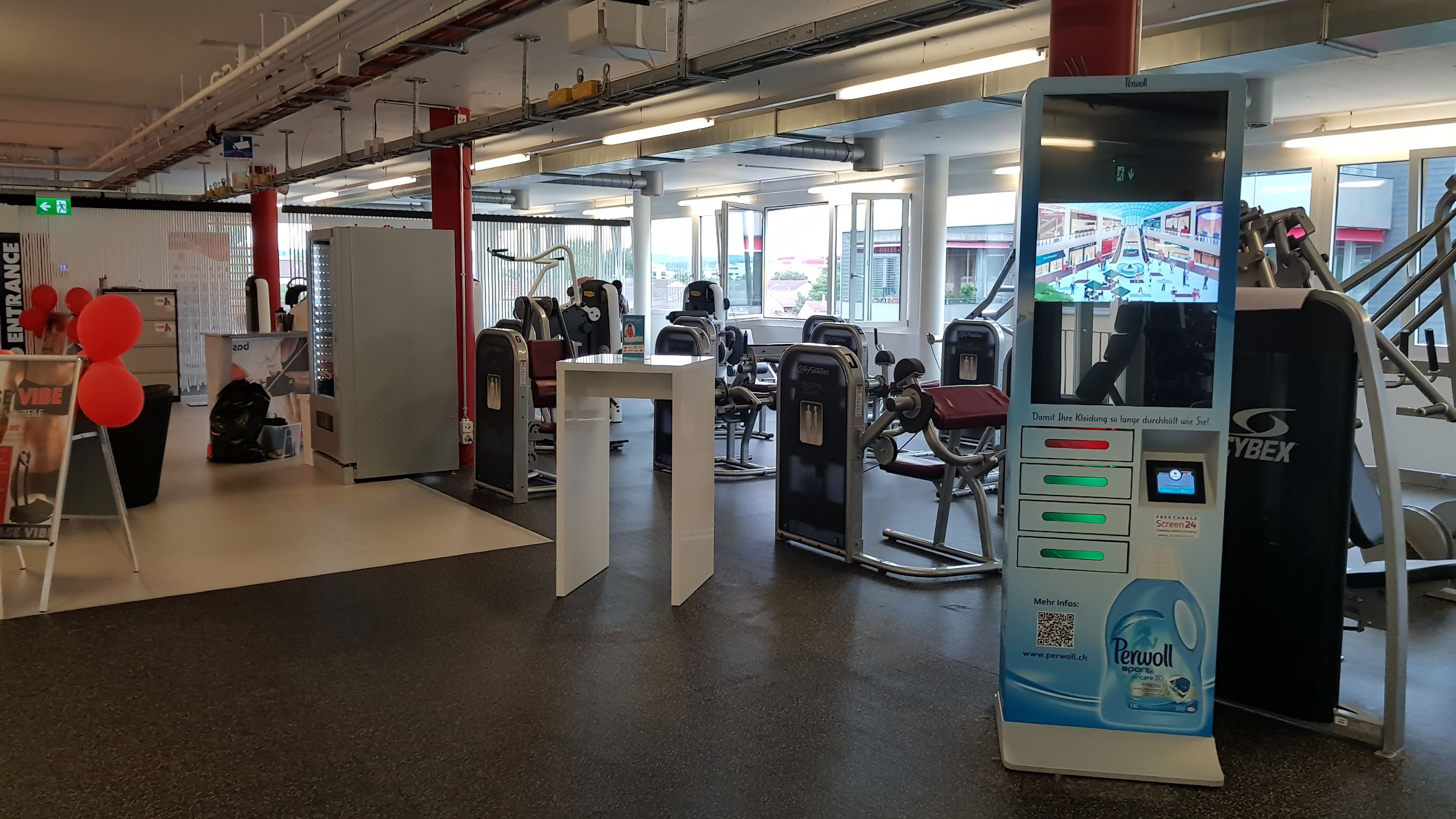 dooh henkel nutzt in fitnesscentern werbemittel von screen24. Black Bedroom Furniture Sets. Home Design Ideas