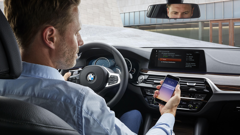 Partnerschaft mit Alibaba: BMW-Fahrer steuern Auto-Funktionen ...