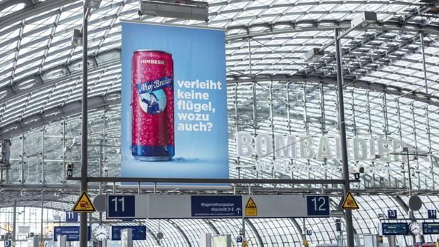 Atemberaubend Antoni Jellyhouse: Ahoj-Brause provoziert Red Bull mit Plakat-Kampagne &SO_02