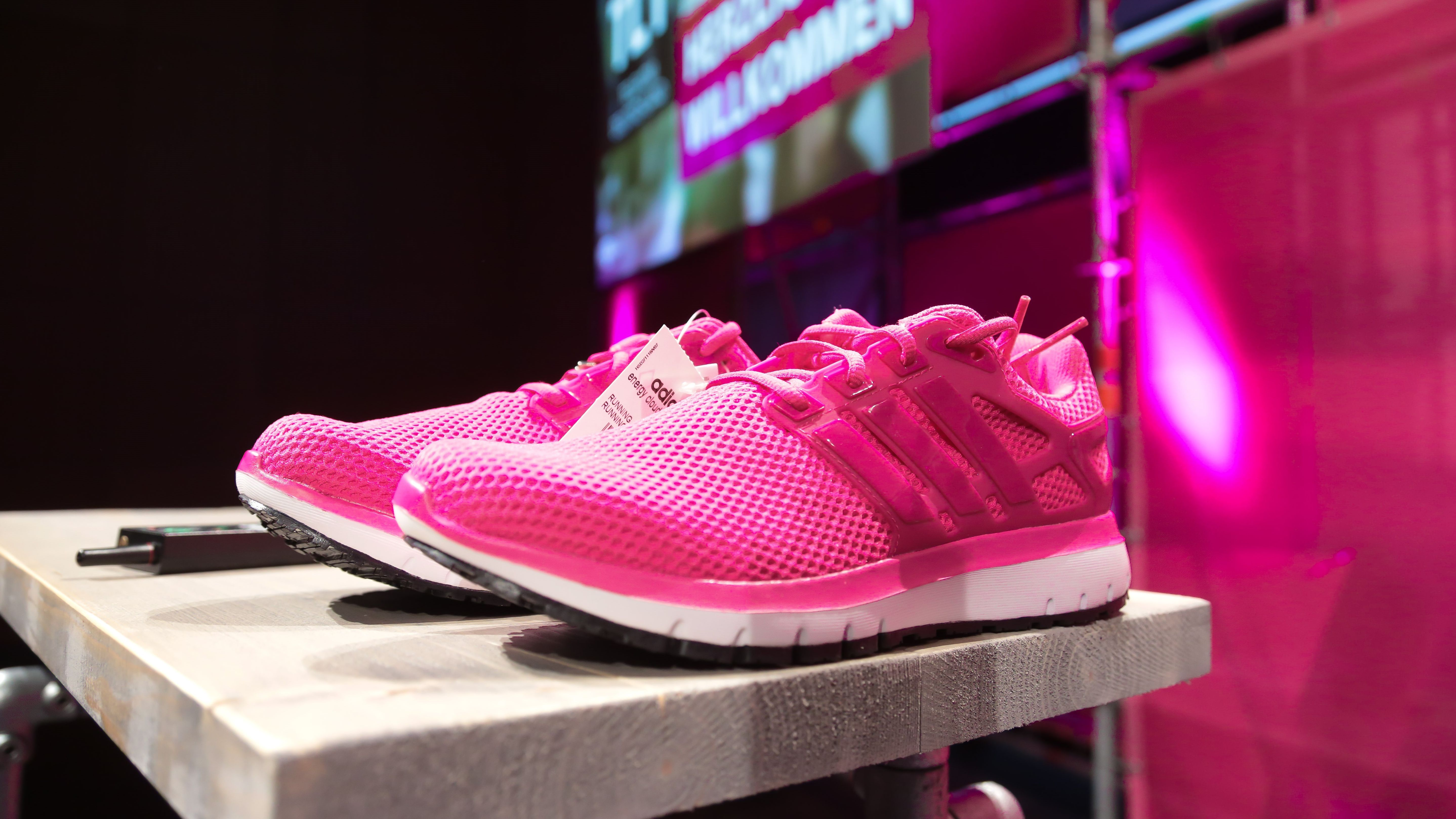 TelekomDer Ist Neue Adidas Von Sneaker Deutsche B2b Magenta rdxCBoe