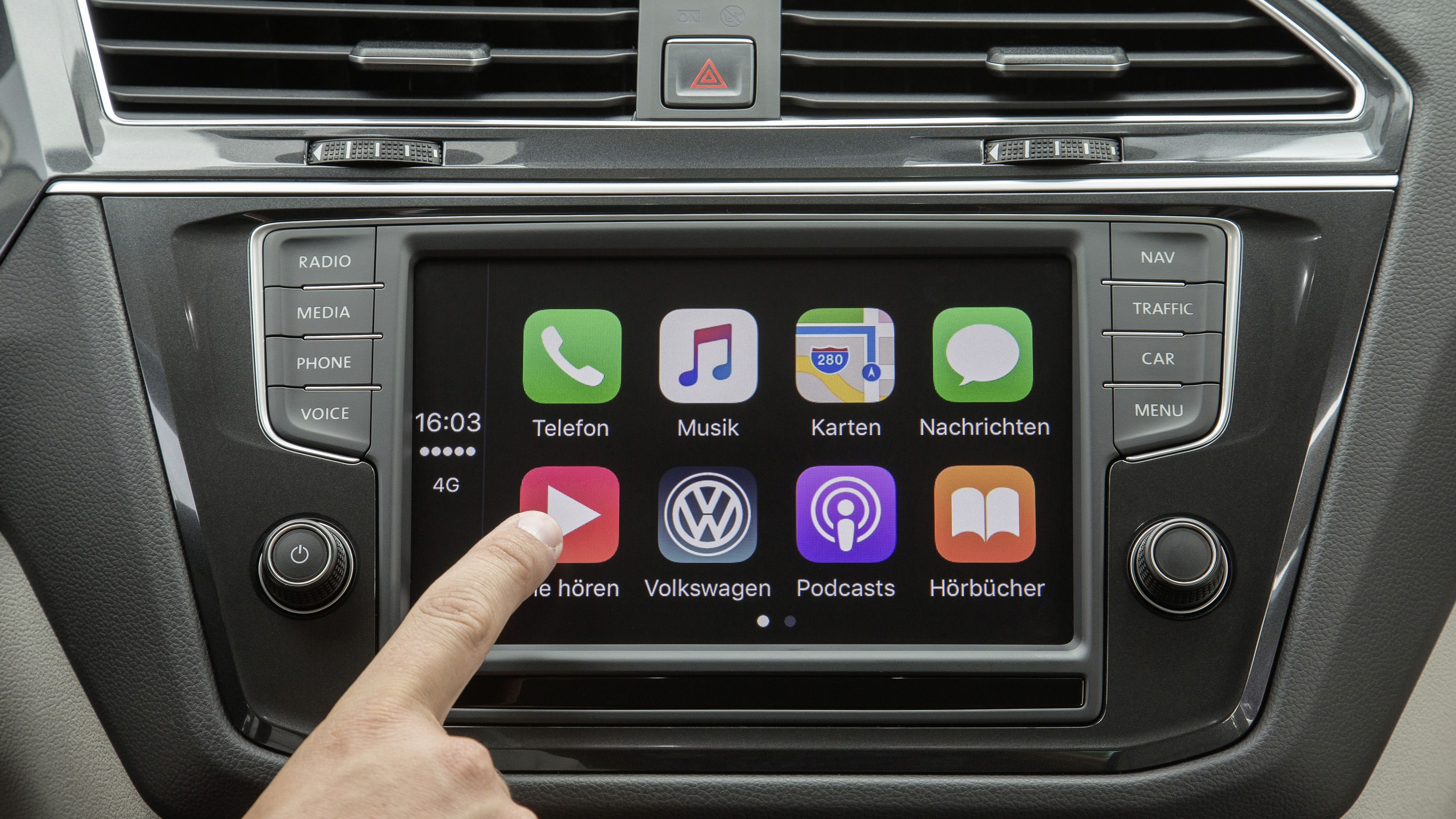 carplay volkswagen kooperiert mit apple music. Black Bedroom Furniture Sets. Home Design Ideas