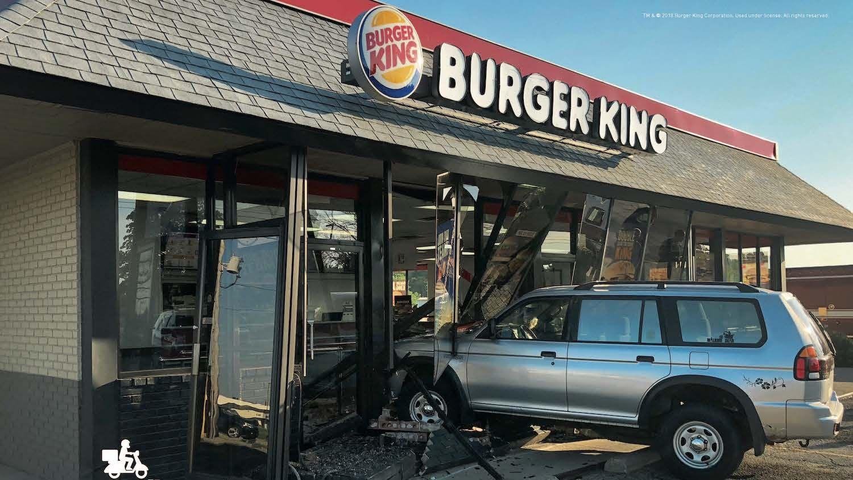 """""""Mit uns fähst Du besser"""": Burger King wirbt mit echten Autounfällen und dem AvD für seinen Lieferservice"""