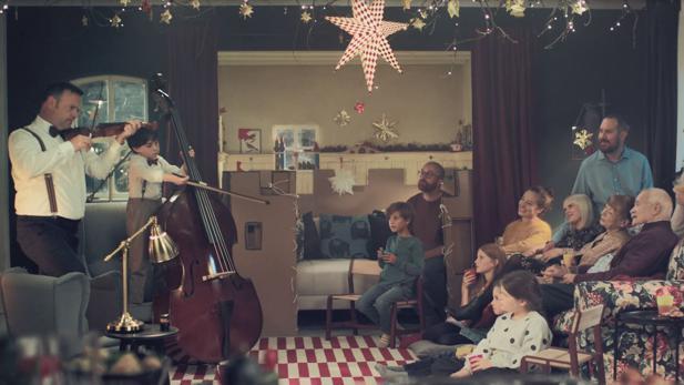 Ikea Weihnachten.Ikea Thjnk Zaubert Für Vater Und Sohn Ein Weihnachts Wunderland
