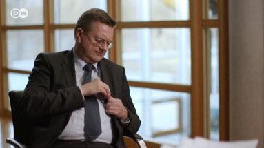 Grindel bricht das Interview ab