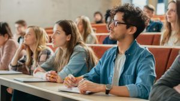 Studenten Hörsaal Universität Bachelor Nachwuchs