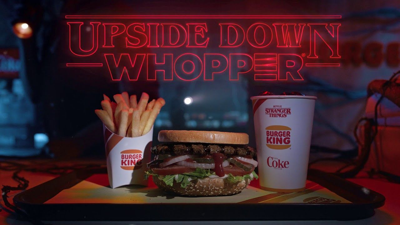 """Stranger Things 3"": Warum Burger King den Whopper auf den Kopf stellt"