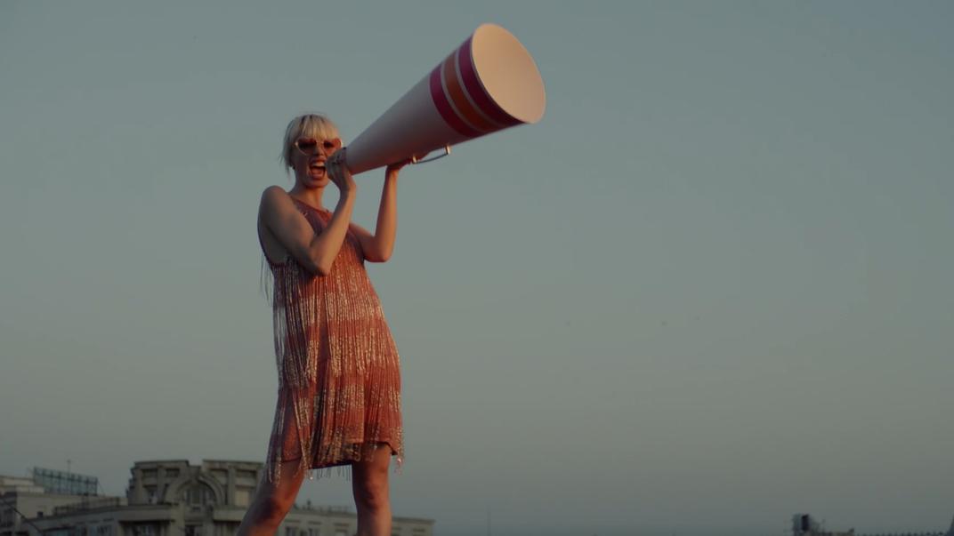 Jung von Matt: Zum Singles-Day liefert Douglas eine Hymne auf die Selbstliebe