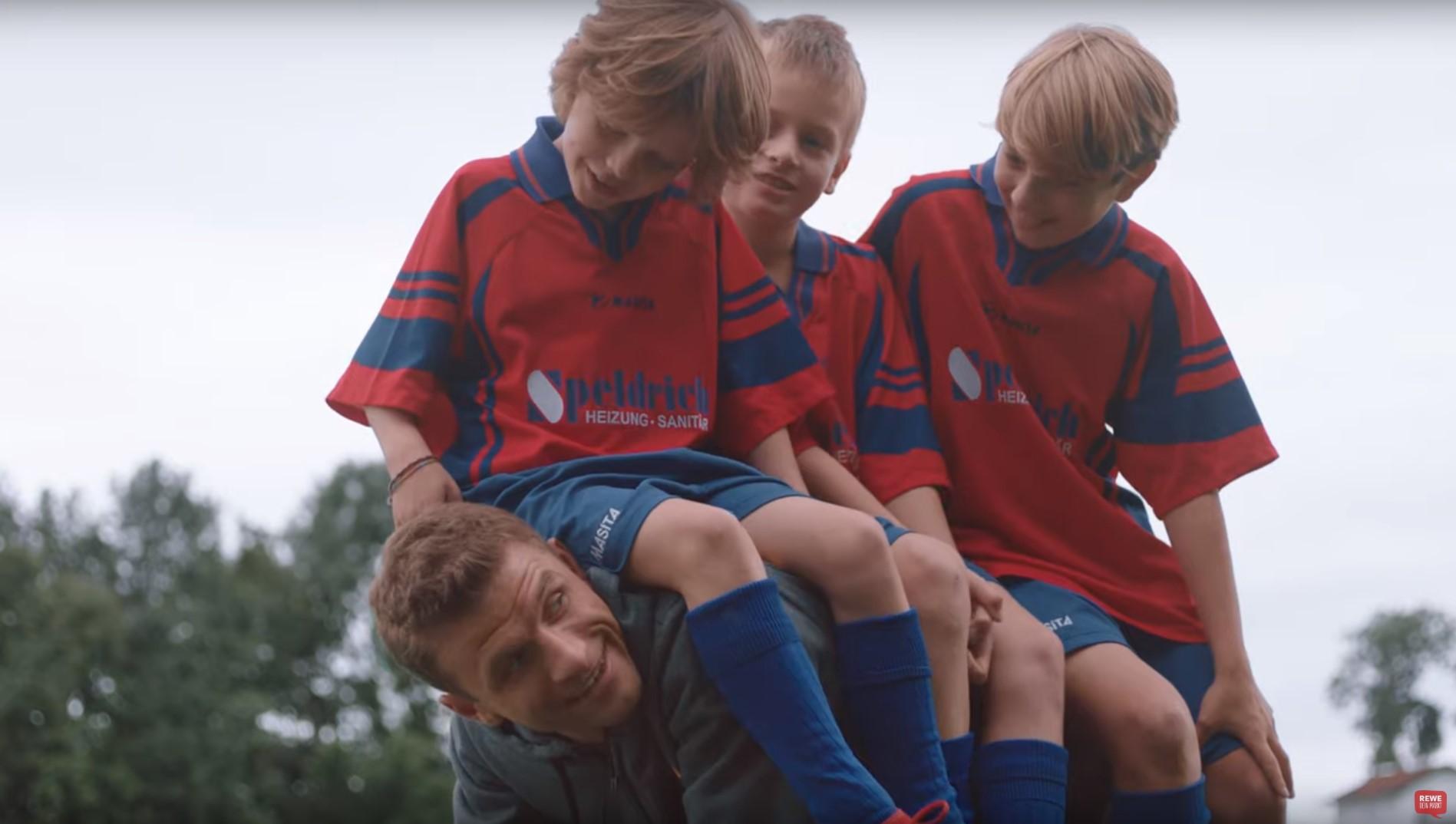 Scheine für Vereine: Wie Rewe und Thomas Müller den Amateursport unterstützen wollen
