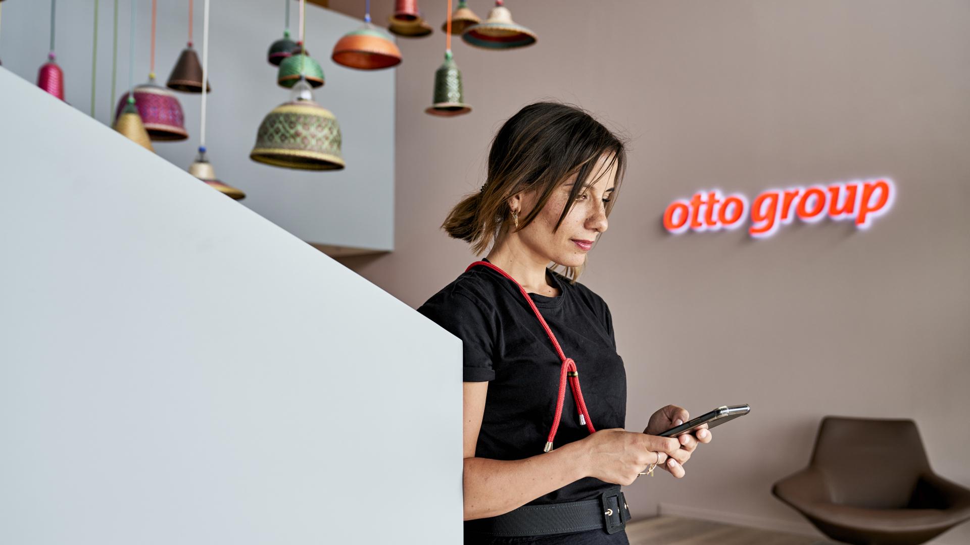 Sahra Al-Dujaili von Otto: So machen wir vertikal Werbung auf Instagram und TikTok