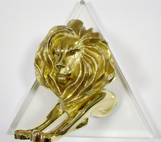 Der Cyber Lion in Gold