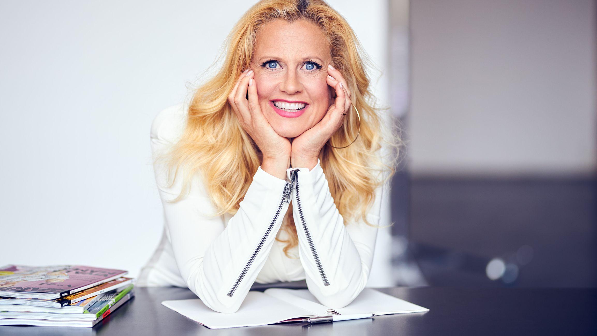 """HORIZONT Preisträgerin Barbara Schöneberger: """"Wir Deutschen neigen aktuell dazu, unsere Unterhaltung kleiner zu machen, als sie ist"""""""