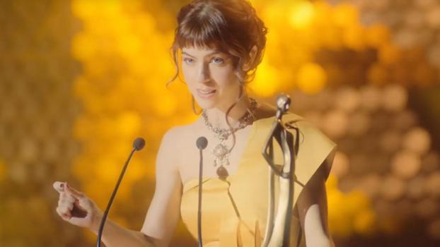 In der neuen Ionos-Kampagne ist die Kundenberaterin die heimliche Heldin