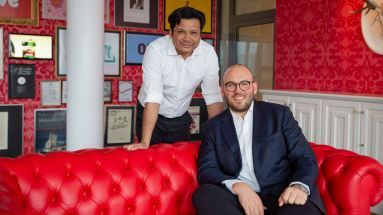 Ogilvy-Deutschland-CEO Chai Sinthuaree mit dem neuen Director Business Development Chris Jungjohann