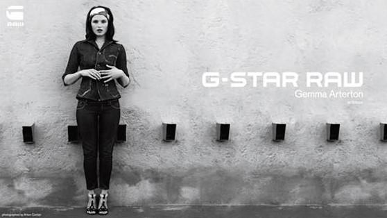James Bond Girl Gemma Arterton Verführt Jeanslabel G Star