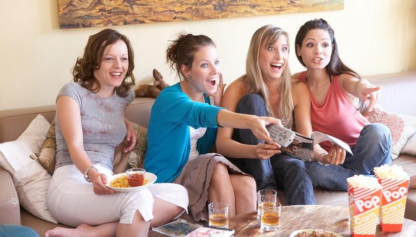 studie zuschauer tauschen sich beim fernsehen vermehrt ber soziale medien aus. Black Bedroom Furniture Sets. Home Design Ideas