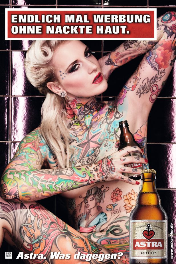 Nackte Farbenpracht: Tattoo-Model Lexy Hell