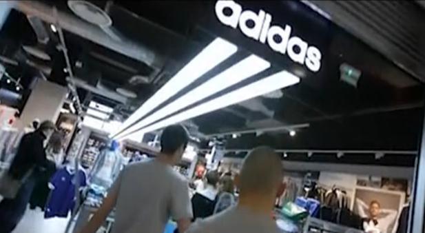 official photos d3b04 a528c Beim Shoppen entführt  Adidas bringt Frankreichs Jugend zum Rennen