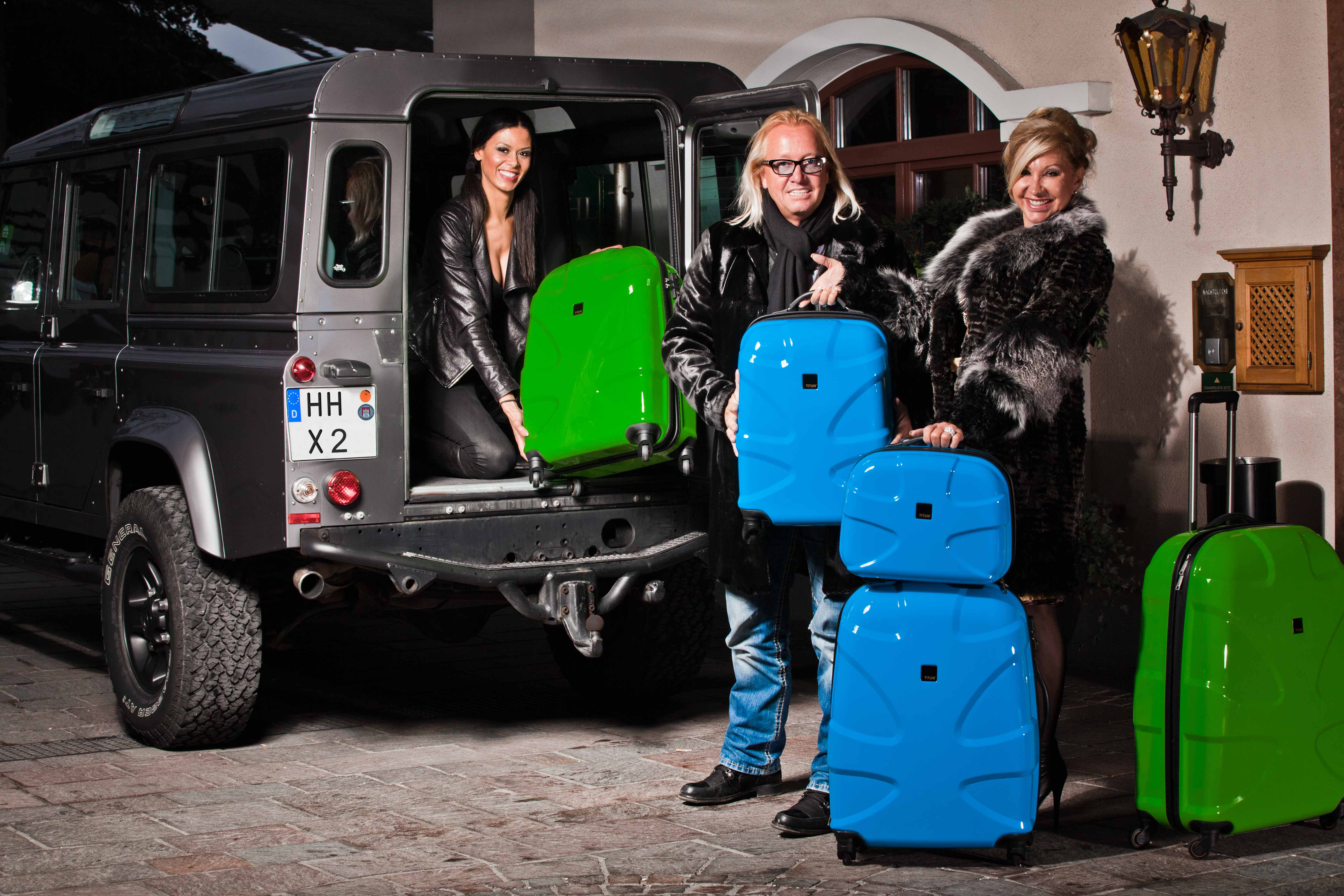 die geissens packen ihre titan koffer. Black Bedroom Furniture Sets. Home Design Ideas