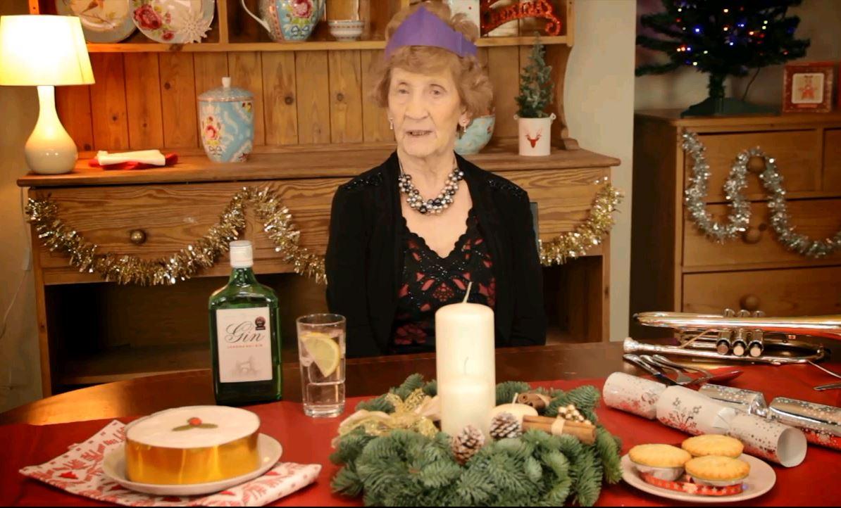 tv comeback der gin oma so feiert aldi uk weihnachten. Black Bedroom Furniture Sets. Home Design Ideas