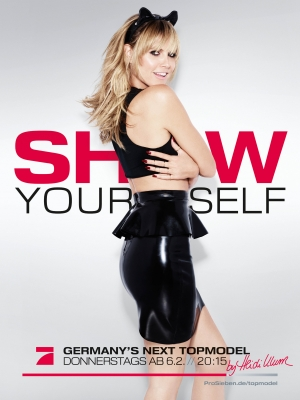 """Show yourself"" fordert Modelmama in der Marketingkampagne zur Sendung (Bild: Pro Sieben)"