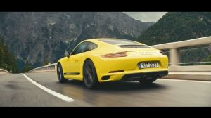 Kampagne: The new 911 Carrera T. Revival of a puristic driving concept.