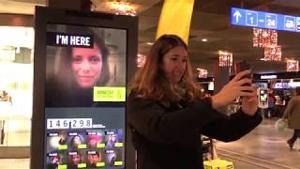 Kampagne: Aktion: interaktiver Bildschirm am Bahnhof Bern