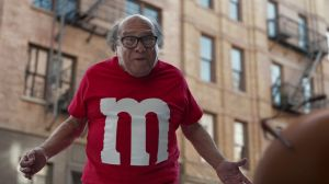 Kampagne: M&M'S Super Bowl Commercial 2018 (featuring Danny DeVito) – 'Human' :30