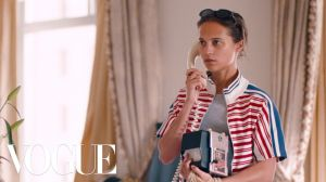 Kampagne: Alicia Vikander Has All the Answers...Or Does She? | Magic Diner Part II | Vogue