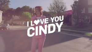 Kampagne: Cindy Crawford tanzt für Modelabel