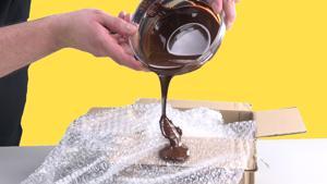 Kampagne: Kippe Schokolade auf Luftpolsterfolie: Das Ergebnis ist einmalig.